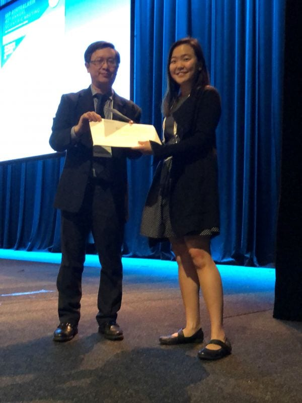 Alfred Lam presenting Best Poster Winner in Abstract Poster Registrar Category to Alexandra Kang