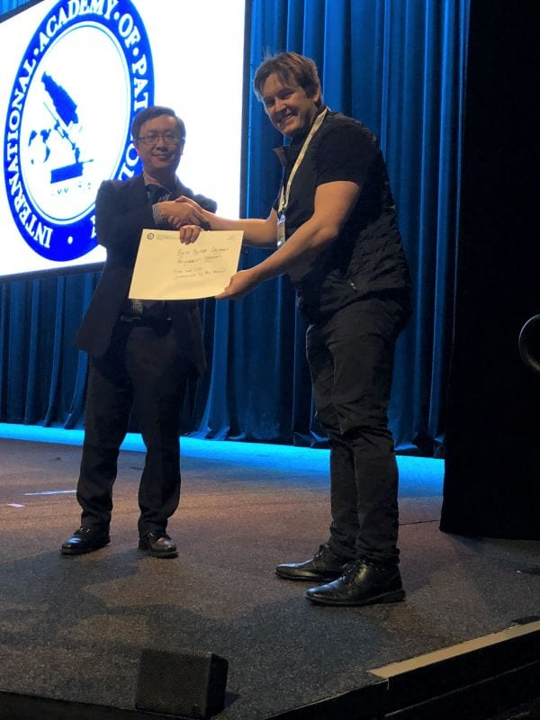Alfred Lam presenting Best Poster Winner in Abstract Pathologist Category (Tuba Nur Gide accepted by Ben Allanson)
