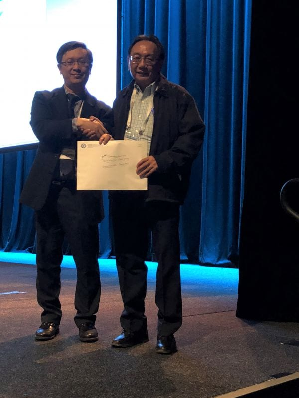 Alfred Lam presenting 2nd Commendation Prize Winner in Abstract Poster Pathologist Category to Leonardo Santos